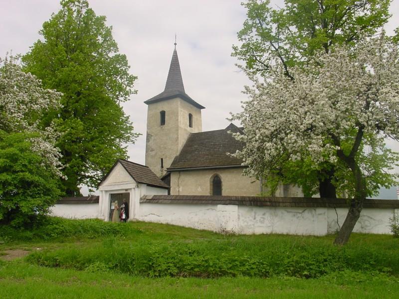 Gotický kostol Všetkých svätých Ludrová - Kút
