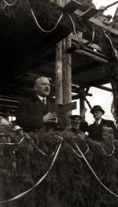 Starosta Ružomberka Anton Medery pri kladení základného kameňa múzea